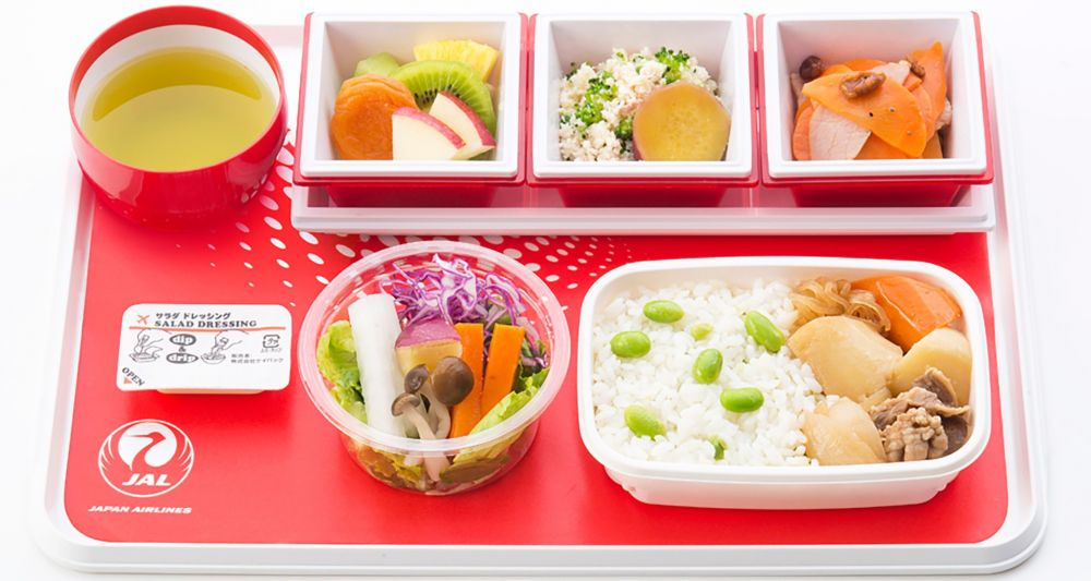 Japan Airlines food and drinks